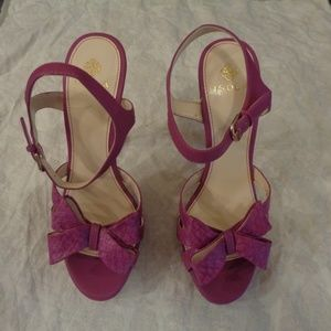 Isola Daena Orchid/Orchid Snake Pumps Size 8.5 M